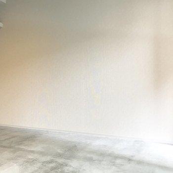 壁寄せで家具を置きやすいね(※写真は4階の同間取り別部屋のものです)