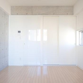 扉が生活感を隠してくれますよ~!(※写真は9階の反転間取り別部屋のものです)