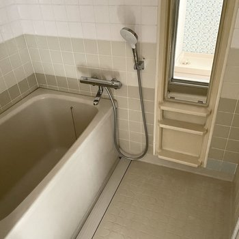 お風呂もサーモ水栓に交換済