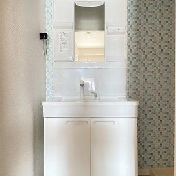 新しくなった洗面台。シャンプードレッサーで朝の支度もラクラクです