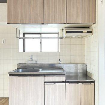 キッチンは既存。シート貼りできれいになっています