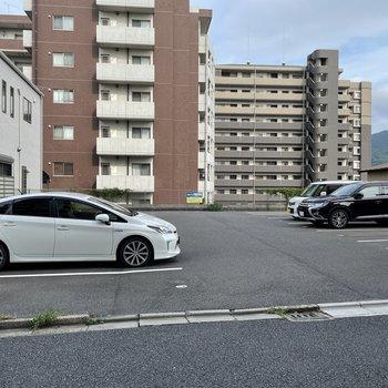 建物向かいの駐車場1台借りられます