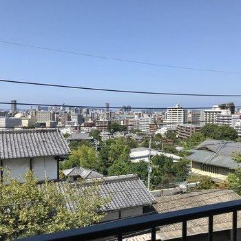 写真じゃ伝わりにくいですが、肉眼で福岡タワーとドームが見えました!あぁいい眺め…