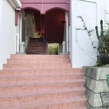 少しだけ階段をのぼります