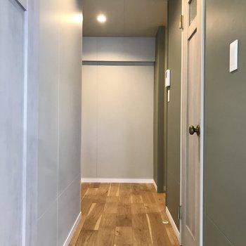 続いて廊下へ!(※写真は5階の同間取り別部屋のものです)