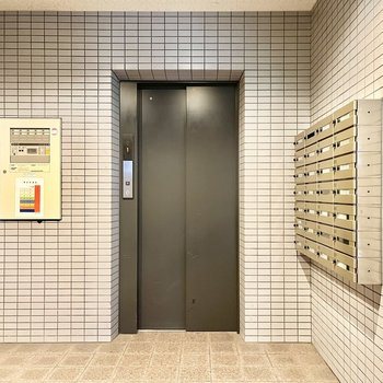 7階まではエレベーターで。