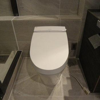 トイレはお風呂のお隣。
