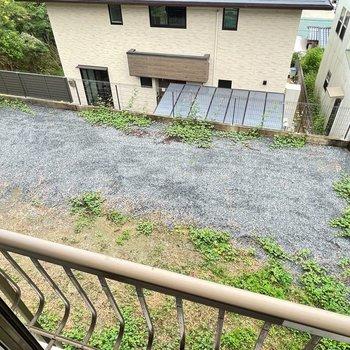 2階から眺めると庭この広さ