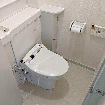トイレはタンクレス風。