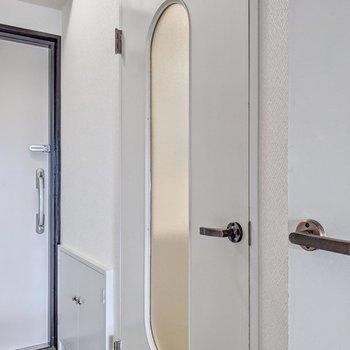 扉も丸みのあるデザインでいい雰囲気。