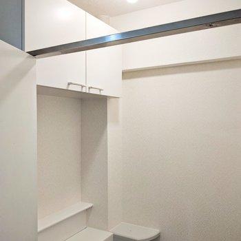 天井は抜けています。脱衣所の中なので2人暮らし以上なら配慮したいですね。