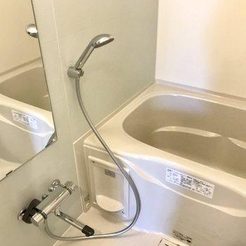 浴室乾燥機付き!(※写真は1階の同間取り別部屋のものです)