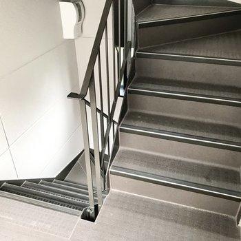 3階までは階段で!