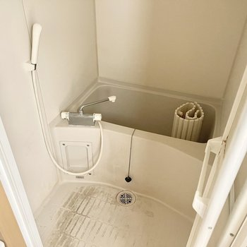 お風呂はシャワーと浴槽のみでシンプルに○