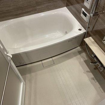 リッチな雰囲気の浴室。追い焚き機能付きですよ〜〜