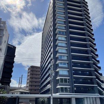 高層ビルの10階にお部屋はあります。
