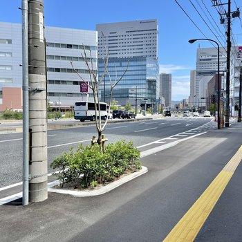 最寄りの広島駅まで歩いては約6分。便利ですね◯
