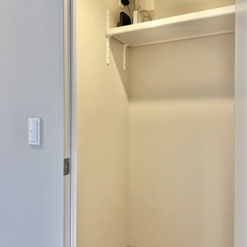 そうそう。トイレそばには納戸があります。工具や掃除道具入れに便利そう。