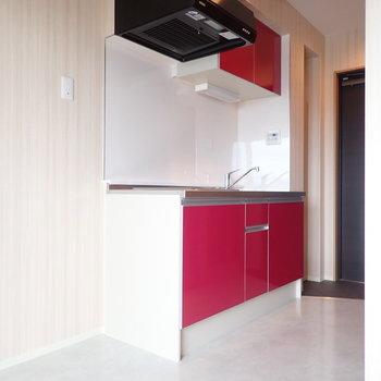 赤が綺麗なキッチン!
