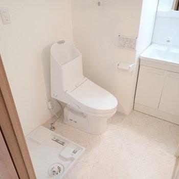トイレと洗濯機もそばに。