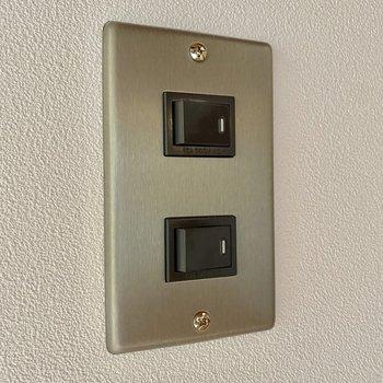 照明スイッチにもこだわりが窺えます。