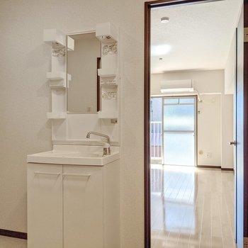 独立洗面台で手洗いうがいを済ませてGO!