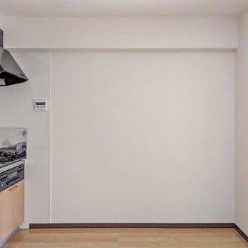 こちらには食器棚などを置いてもいいな。