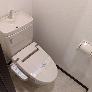 トイレはウォシュレットつきですよ。