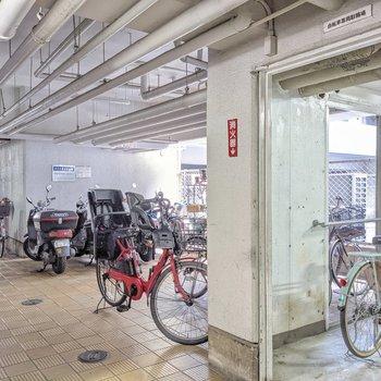 屋根付きの駐輪場!1台あると博多や天神方面も行きやすいですよ。