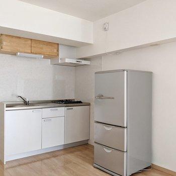 キッチンは白。