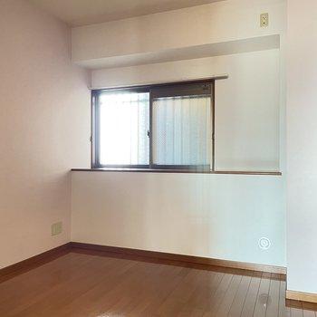 2階:5.9帖の洋室