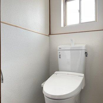 トイレも交換済。ウォシュレットつきです。