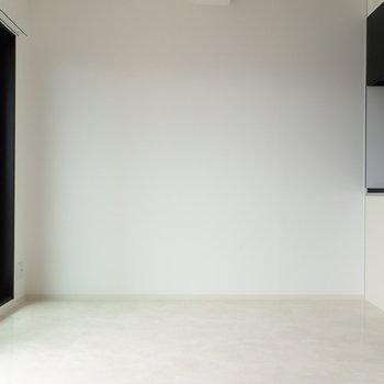 白が基調なので家具を合わせやすいですよ~。