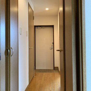廊下へ出てもう一つの洋室へ。