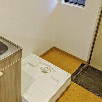 洗濯機置場の横に設置するとよさそうです。