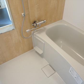 イメージ】お風呂は木目調シートの新品仕様に。