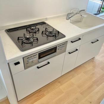イメージ】キッチンは3口のガスコンロを設置