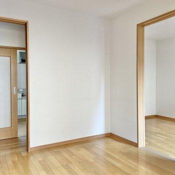 ここは約4.5帖の洋室。スクエアな形なのです。