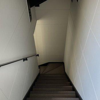 お部屋までは階段です。2階なのであまりキツくないですよ◯