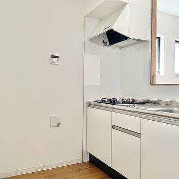 キッチン家電は背面に置きましょうか。