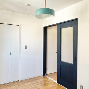 戸のデザインも好き。(※写真の家具はサンプルです)