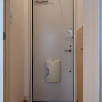 玄関スペースは広めです。身支度がしやすいですね。