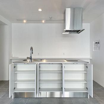 キッチンの収納は両面に。ありがたいですね。