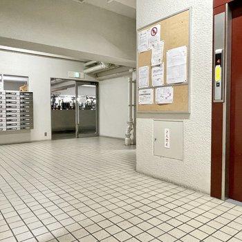 【共用部】大きいので、エレベーターホールがそれぞれ4つあり、ポストも分かれています。今回のお部屋の最寄りはこちら。