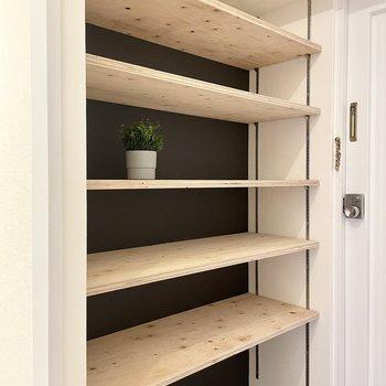 この造作棚、靴を置いてもインテリアを楽しんでも、なんでもできちゃう。