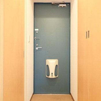 玄関は脱ぎ履きに十分なスペース。(※写真は3階の同間取り別部屋のものです)