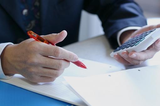 足利銀行カードローンの審査の悩みを解消!保証会社や在籍確認とは?