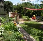 段差をなくし、芝刈り機が入りやすい庭にします