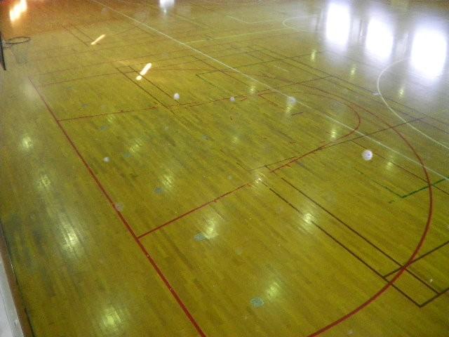 体育館 床 滑り止め 工事を依頼されました。