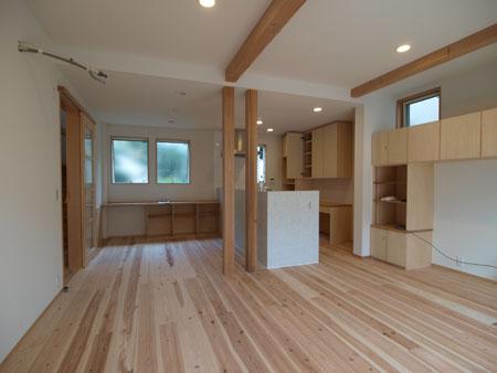東大和市の住宅 ハモニカ 2 :厚さ3cmの杉板の床